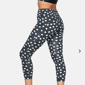 Outdoor voices 3/4 flex leggings in polka dot